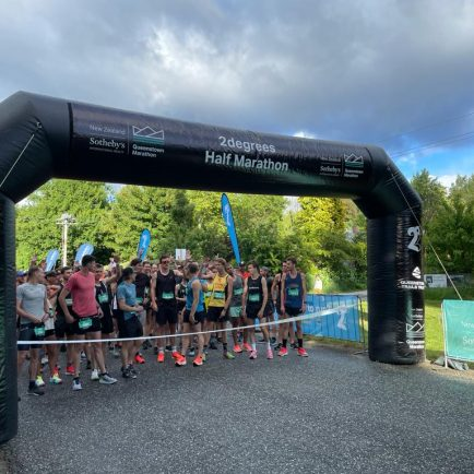 Queenstown marathon with 10.000+ runners timed by MYLAPS