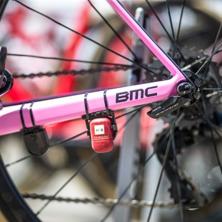 Pink & Red: Awesome match in Giro d'Italia
